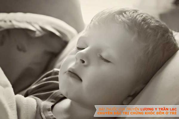 Bài Thuốc Đặc Trị Khóc Đêm Cho Trẻ Của Lương Y Trần lạc Có Thực Sự Hiệu Quả