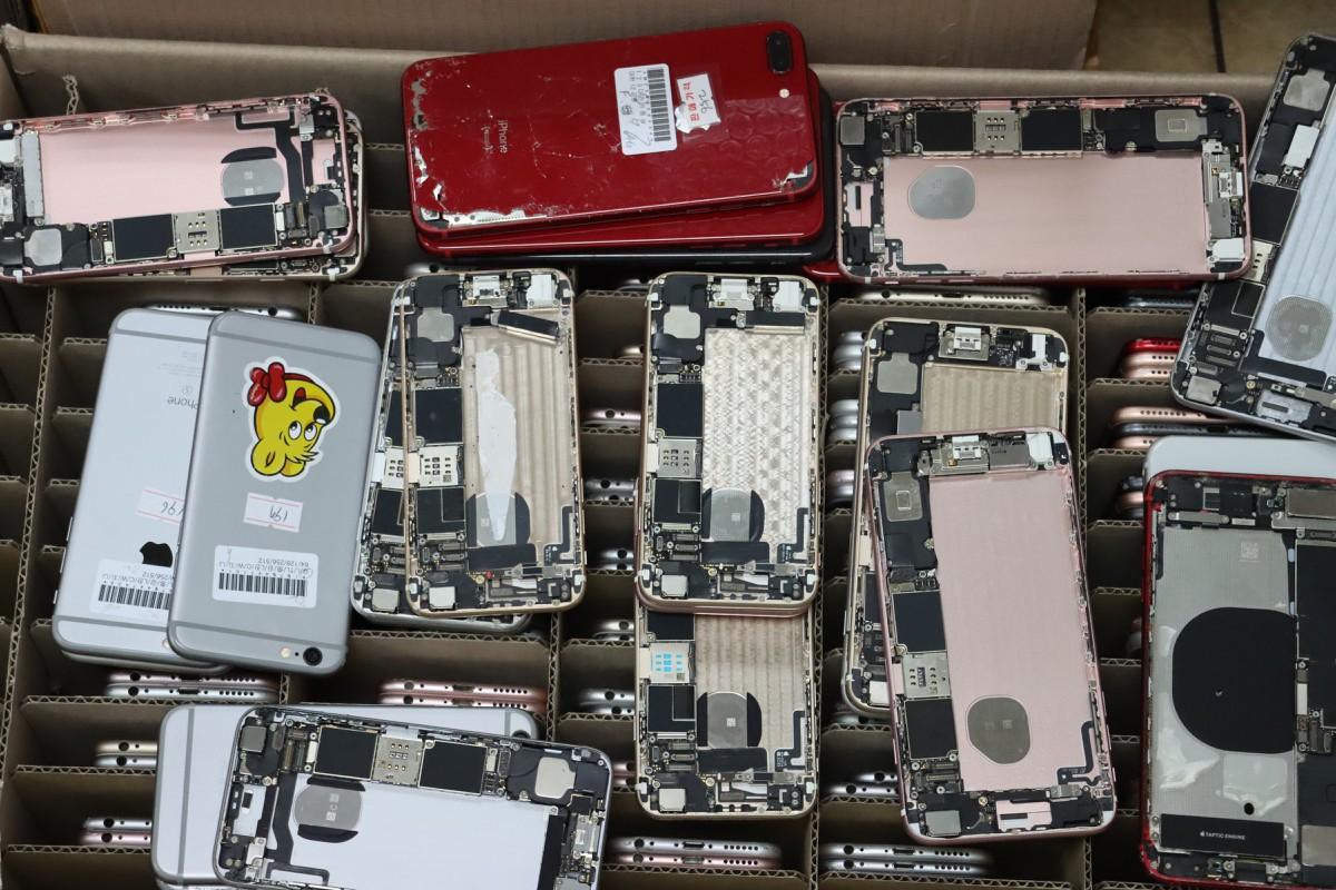 Phát hiện cả nghìn linh kiện điện thoại iPhone nhập lậu qua Nội Bài